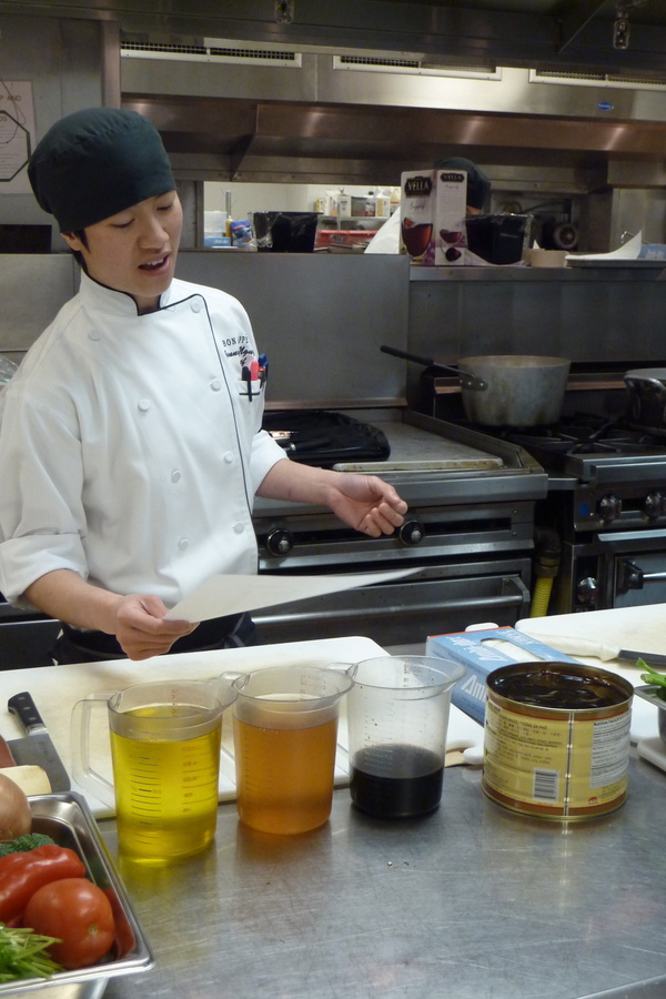 Executive Chef Jenny Nguyen teaches Reed College students how to cook a healthful meal on a budget.