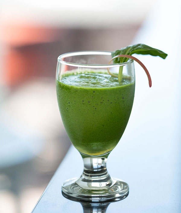 An apple-spinach smoothie