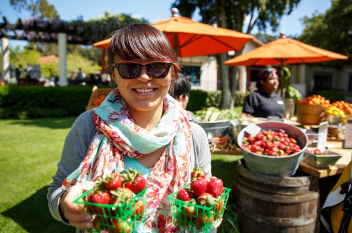 Mills College student at the farmers market