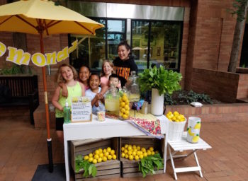 Lemonade Stand At Fred Hutchinson Welcomes Special Hosts